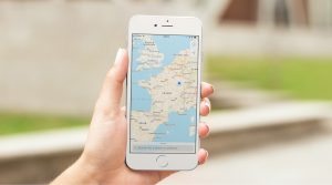 maps-app-in-iPhone-hand